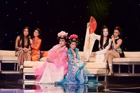'Guong mat than quen': Phan Ngoc Luan 'dep me hon' khi 'chuyen gioi' hat kinh kich - Anh 1