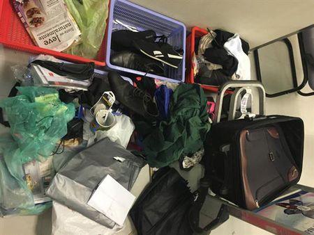 Bat doi tuong van chuyen hon 1,7 kg cocaine - Anh 3