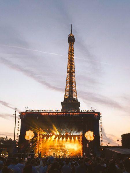 Cuoc choi duoi thap Eiffel - Anh 1