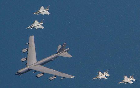 Khong quan NATO thi uy suc manh gan bien gioi Nga - Anh 3