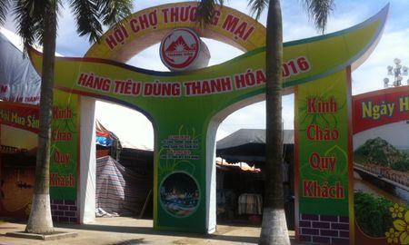 Xay hoi cho 450 ty de khong, to chuc ban hang o quang truong - Anh 1