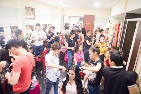 30 thi sinh phia Nam lam dep truoc dem chung khao - Anh 1