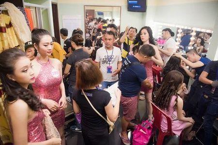 30 thi sinh phia Nam lam dep truoc dem chung khao - Anh 2