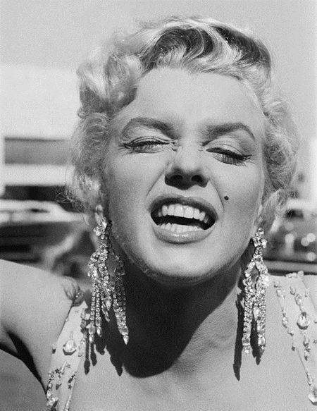 Nhung buc anh de doi cua 'bieu tuong sex' Marilyn Monroe - Anh 10