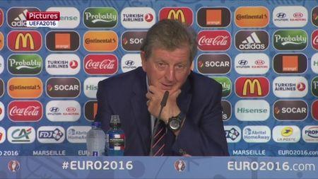 Roy Hodgson noi gi sau khi DT Anh bi Nga cam hoa phut cuoi? - Anh 2