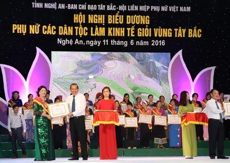 Bieu duong gan 200 phu nu Tay Bac lam kinh te gioi - Anh 1
