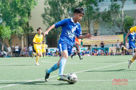 Thang Hung Nguyen, Thieu nien TP.Vinh dung dau bang A - Anh 1