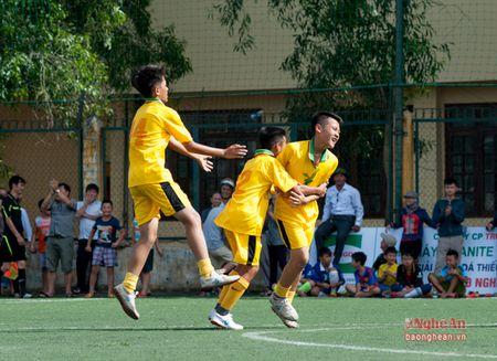 Thang Hung Nguyen, Thieu nien TP.Vinh dung dau bang A - Anh 5