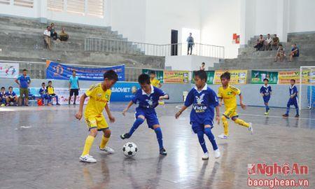 Nhi dong Que Phong nuoi hy vong vao vong trong khi thang Tuong Duong 2-0 - Anh 1