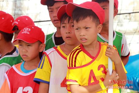 Huy Hoang, Hong Son cung tham gia tuyen chon cau thu nhi tai Nghe An - Anh 10