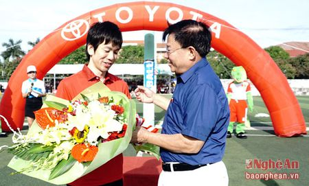 Huy Hoang, Hong Son cung tham gia tuyen chon cau thu nhi tai Nghe An - Anh 1