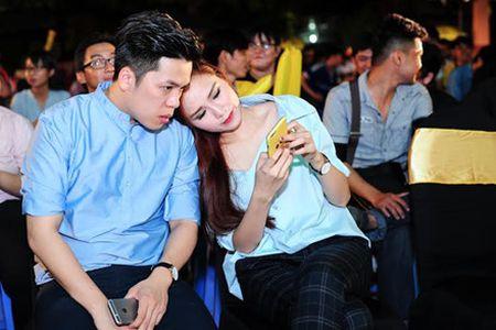 Diem Huong tinh cam ben chong di xem bong da, dap tan tin don ly hon - Anh 4