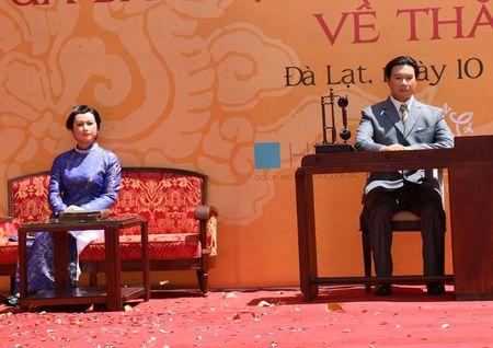 Trung bay tuong sap vua Bao Dai va hoang hau Nam Phuong - Anh 1