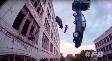 Choang voi 'con mua' sieu xe trong 'Fast & Furious 8' - Anh 2