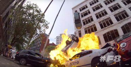Choang voi 'con mua' sieu xe trong 'Fast & Furious 8' - Anh 3