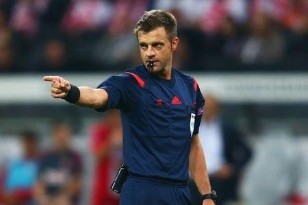 DT Anh vs DT Nga (0-0, H1): Hooligan Anh gay nao loan - Anh 9