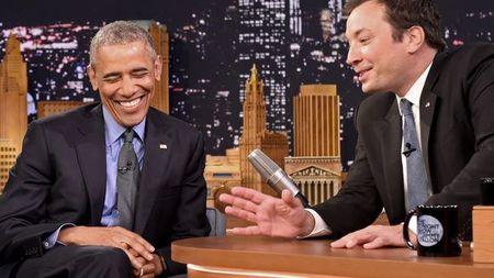 Obama che dien thoai do Nha Trang trang bi - Anh 1