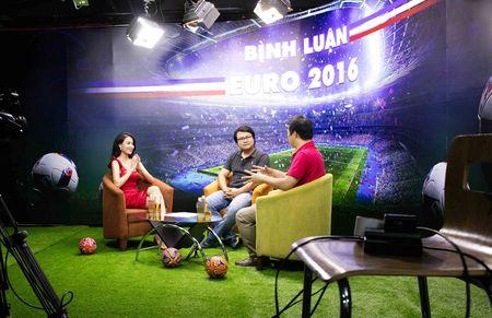 Hoang Thuy Linh mac goi cam chay show Euro o Ha Noi - Anh 1