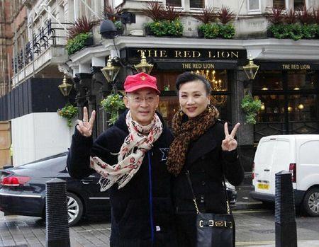 Luc Tieu Linh Dong nho vo trong ngay ky niem 28 nam ket hon - Anh 2
