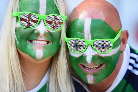 Ba Lan vs Bac Ireland (0-0, H1): Lewandowski xuat kich - Anh 10