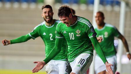 Ba Lan vs Bac Ireland (0-0, H1): Lewandowski xuat kich - Anh 14