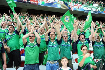Ba Lan vs Bac Ireland (0-0, H1): Lewandowski xuat kich - Anh 4