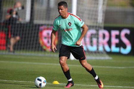 Vua bong da Pele: 'C.Ronaldo chang lam nen tro trong gi dau' - Anh 1