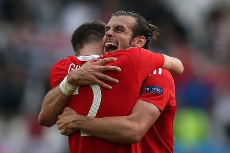 Gareth Bale ghi ban, Xu Wales gianh chien thang o tran ra mat EURO - Anh 1