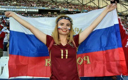 Nu CDV xinh dep cua Anh va Nga 'thieu dot' khan dai EURO - Anh 3