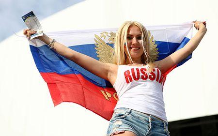 Nu CDV xinh dep cua Anh va Nga 'thieu dot' khan dai EURO - Anh 5