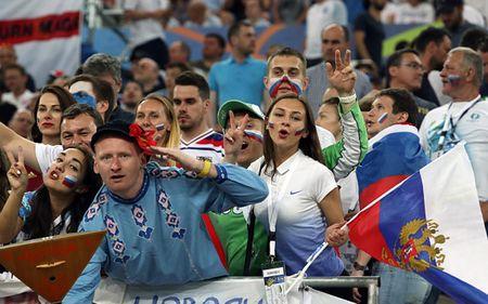 Nu CDV xinh dep cua Anh va Nga 'thieu dot' khan dai EURO - Anh 7