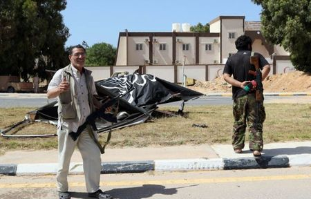 Quan doi Libya tien vao Sirte sau tran giao tranh ac liet voi IS - Anh 10