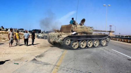 Quan doi Libya tien vao Sirte sau tran giao tranh ac liet voi IS - Anh 1