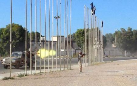 Quan doi Libya tien vao Sirte sau tran giao tranh ac liet voi IS - Anh 3