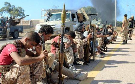 Quan doi Libya tien vao Sirte sau tran giao tranh ac liet voi IS - Anh 9