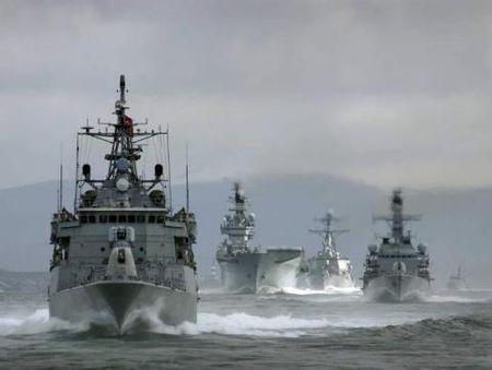 Sap va cham tau chien lien tuc Nga-NATO tai Bien Den - Anh 1