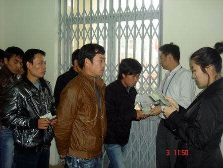 Khac phuc hau qua do Formosa gay ra: Ho tro ngu dan xuat ngoai - Anh 1
