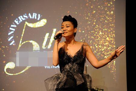 Hoa hau Pham Huong lai gay chu y voi 'cay' hang hieu - Anh 3