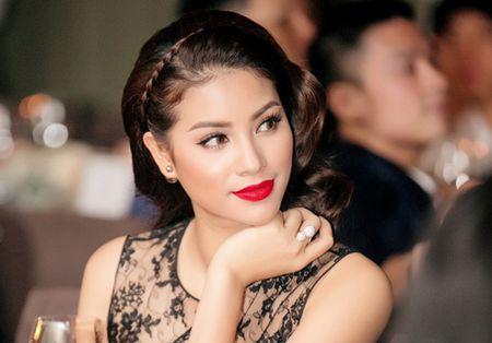 Hoa hau Pham Huong lai gay chu y voi 'cay' hang hieu - Anh 5