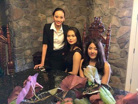Tiec be boi soi dong cua dan thi sinh Hoa hau Diec - Anh 8