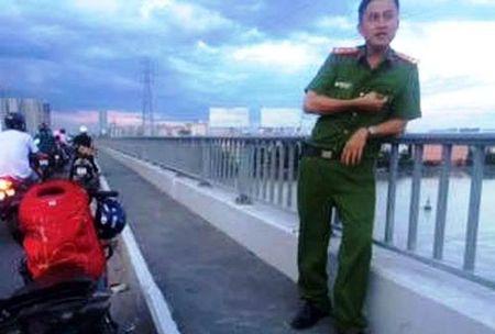 Thanh nien nhay cau tu tu bat ngo boi vao doi tai san - Anh 2