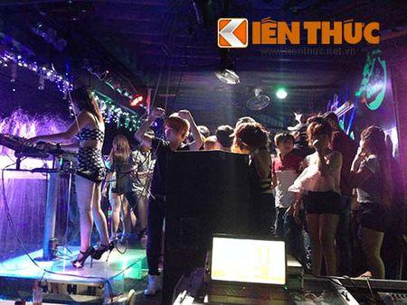 Tham nhap ca phe DJ thac loan nhay sexy o Binh Duong - Anh 2