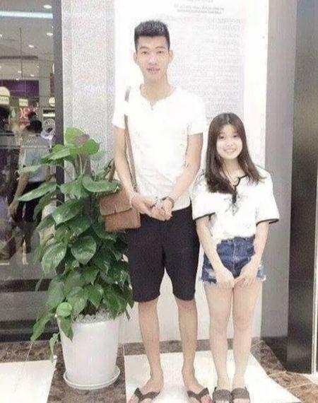 """Cap doi Thai Binh chang cao keu 1m92, nang """"mot mau"""" 1m55 - Anh 1"""