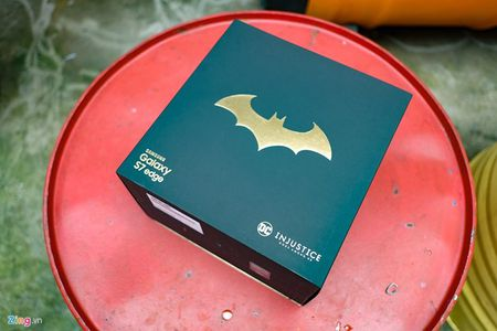 Anh tuyet dep cua Galaxy S7 edge ban Batman gia 25 trieu - Anh 1