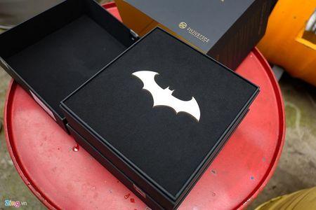 Anh tuyet dep cua Galaxy S7 edge ban Batman gia 25 trieu - Anh 2