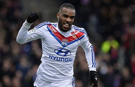 """Lyon ra gia """"dien ro"""" cho Lacazette khien Arsenal nan long - Anh 1"""