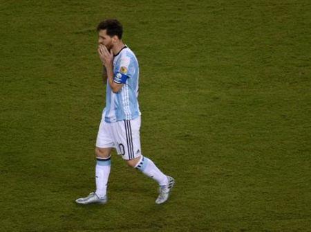 CDV Chile thu ve 700 trieu nho trai bong sut hong cua Lionel Messi - Anh 1