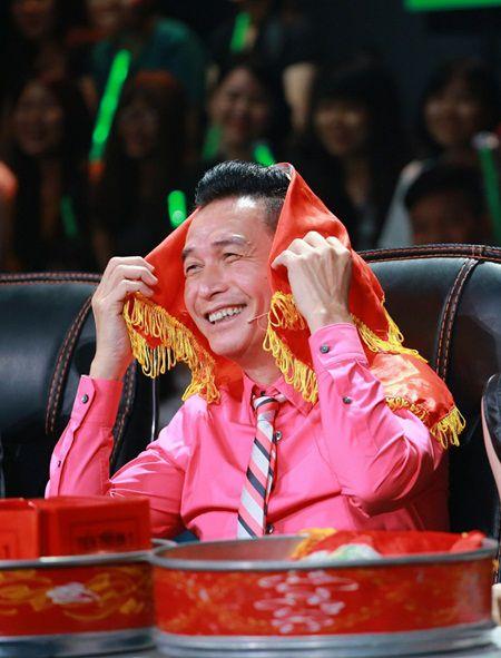 Biet doi tai nang: Hoc tro Phuong Thanh mang vay dai 30m len san khau - Anh 6