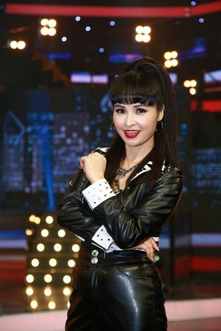 Biet doi tai nang: Hoc tro Phuong Thanh mang vay dai 30m len san khau - Anh 7