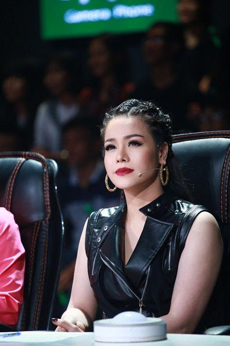Biet doi tai nang: Hoc tro Phuong Thanh mang vay dai 30m len san khau - Anh 8